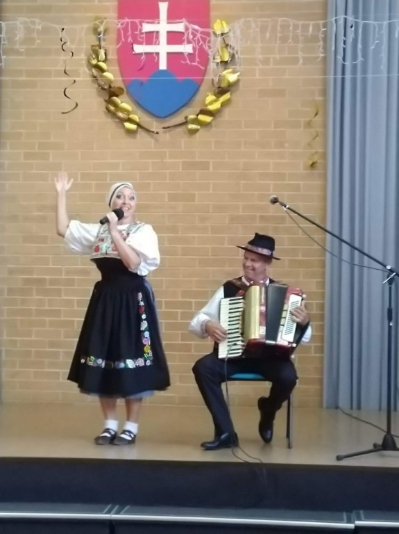 Folk Duo Plus 1